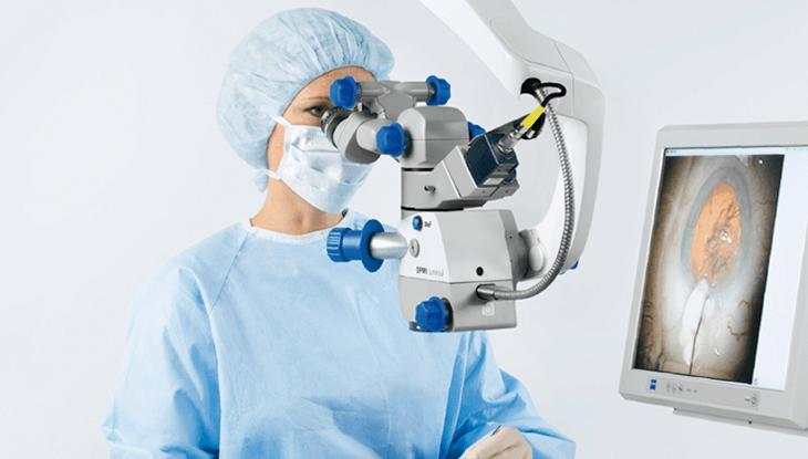 El microscopio Lumera 700 para cirugía ocular llega a Perú
