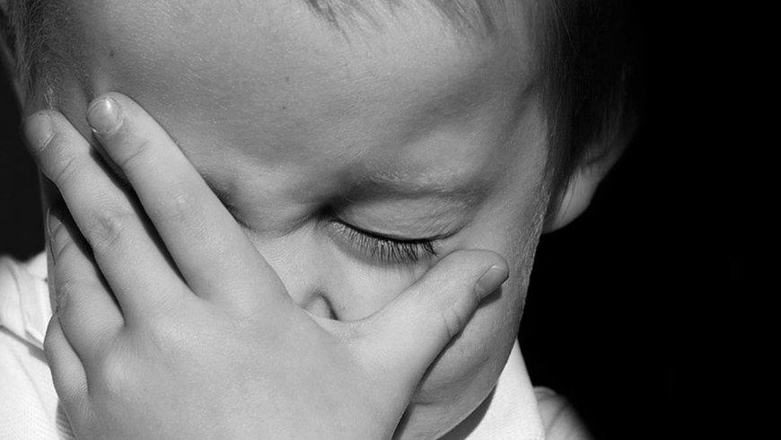 Queratocono: frotarse los ojos desde niños puede deformar la córnea