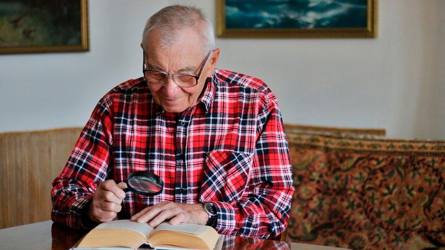 Sepa cómo ayudar a un miembro familiar con baja visión