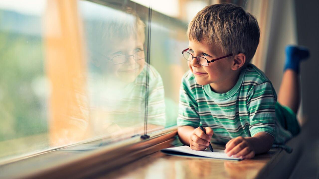 3 problemas de refracción que afectan los ojos de niños en etapa escolar